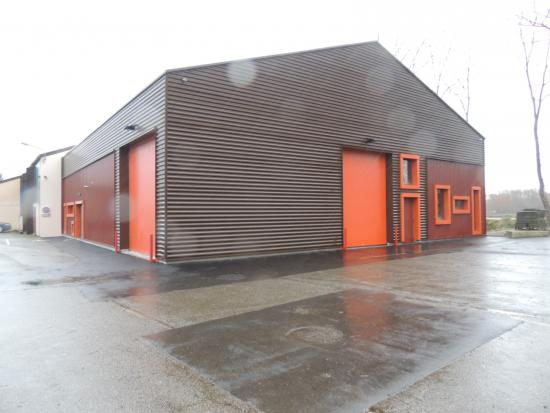 hangar municipal avec salle de musique
